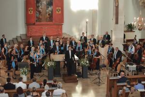 """Das sinfonische Orchester """"MERKUR"""" zu Gast in der St. Georgs-Kathedrale: Eine """"neue Visitenkarte"""" für Wiener Neustadt."""