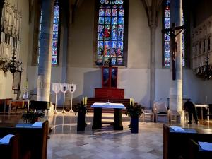 Ministerin Raab: Öffentliche Gottesdienste um weitere Woche ausgesetzt