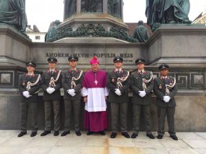 Kardinal Schönborn und Militärbischof Freistetter bei Maria-Namen-Feier im Stephansdom.