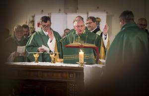 Wien: Florian-Kuntner-Gedenkmesse mit Bischof Freistetter und Bischof Krätzl