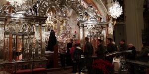 Berührte Marienstatue in Soldatenkirche Belgierkaserne aufgestellt