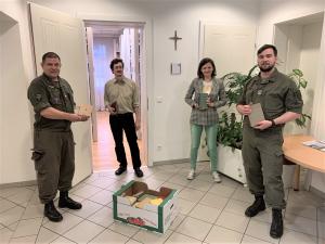 """Militärbischöfliche Bibliothek um 500 Bücher """"reicher""""."""