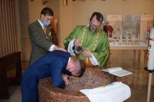 Vollkommene Intitiation in die Kirche: Erwachsenentaufe - Firmung - Erstkommunion in der St. Georgs-Kathedrale