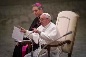 Papst ruft 60.000 Ministranten zum Einsatz für den Frieden auf