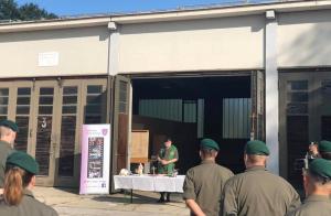 Feldgottesdienst mit Segnung einer Barbara-Statue für den Baupionierzug