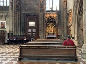 Bischofskonferenz setzt öffentliche Gottesdienste bis 6. Dezember aus.