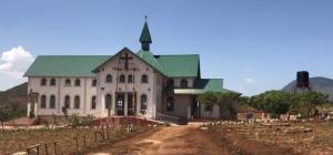 Kirche in Tansania mit finanzieller Hilfe der Militärdiözese fertiggestellt.