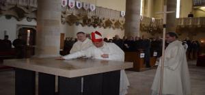 Wiener Neustadt: Bischof Freistetter weihte neuen Altar in der St. Georgs Kathedrale